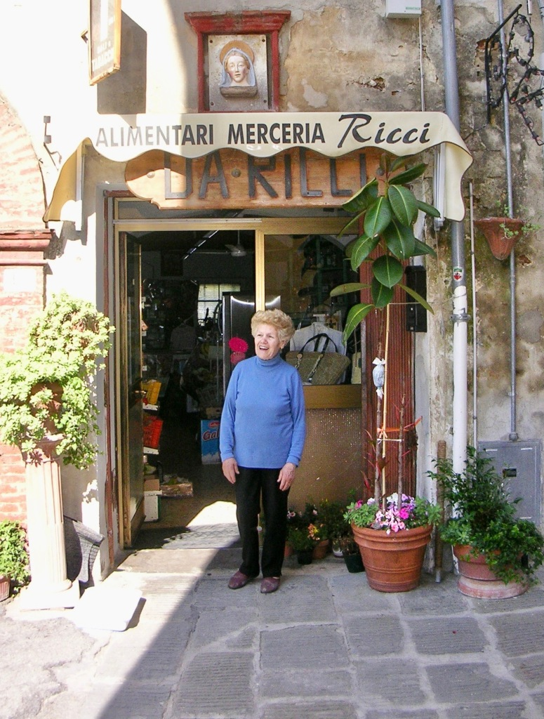 Ricci's Alimentari in Tuscony Italy photo by author Ian Kent