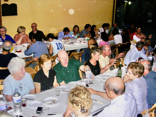 """An Evening To Remember In Montisi A """"full house"""" by Author Ian Kent"""