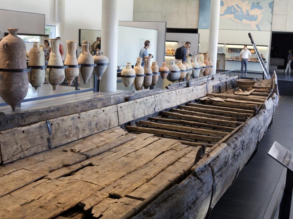 "Roman river boat ""Arles-Rhône 3"""