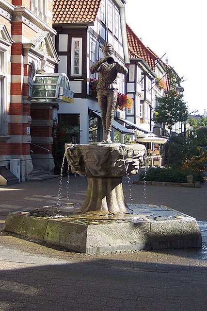 The Pied Piper fountain in Hamelin from Author Ian Kent